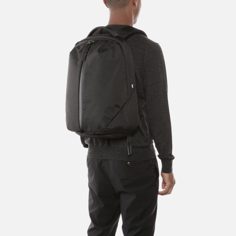 Aer Fit Pack 2 Simple, clean, techy aesthetics.