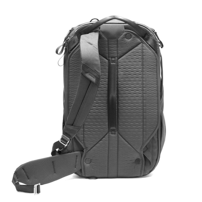 Peak Design Travel Bag Back panel speaks to the attention to the detail throughout this bag. Hideaway hip and shoulder straps. #magnets