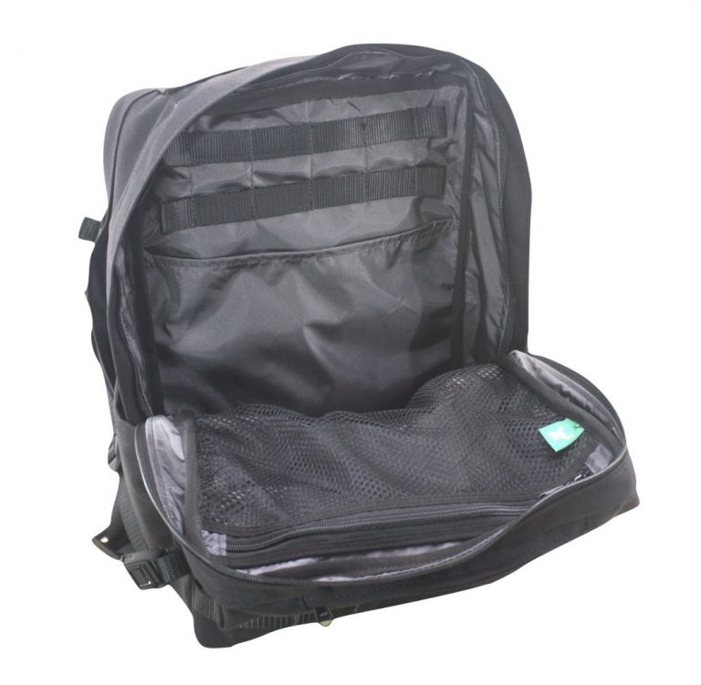 Multiple inner compartments, great organization, durable materials + build